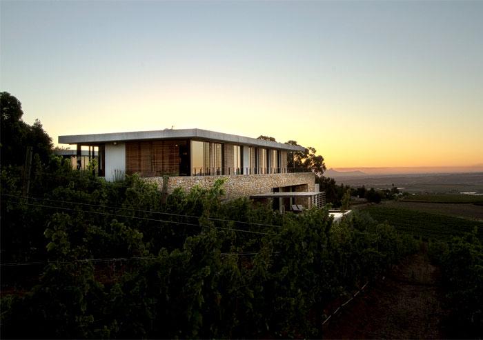 Romantic Hillside Vineyard Villa Interiorzine