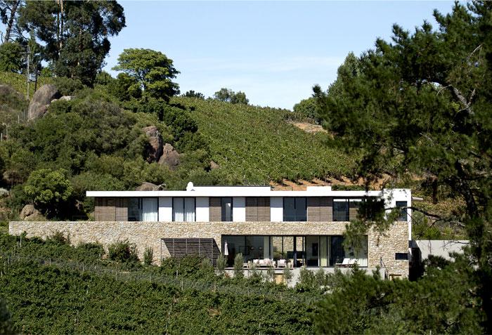 vineyard-villa-stunning-natural-surroundings