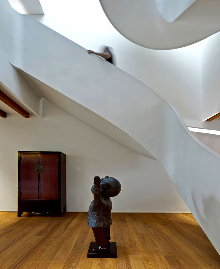dramatic-spiral-staircase-3