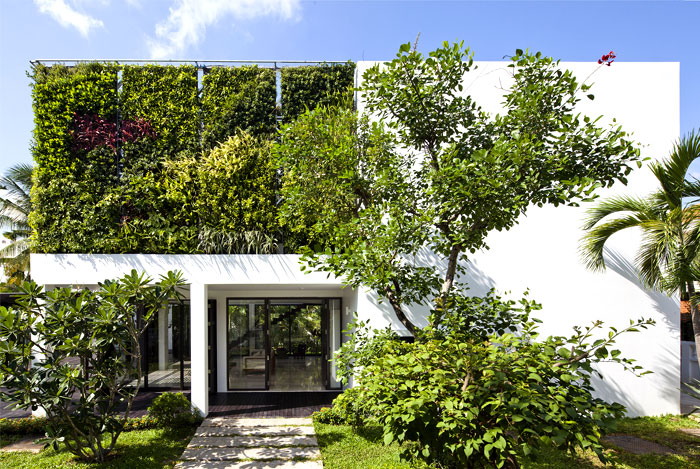 green-wall-house-facade-1