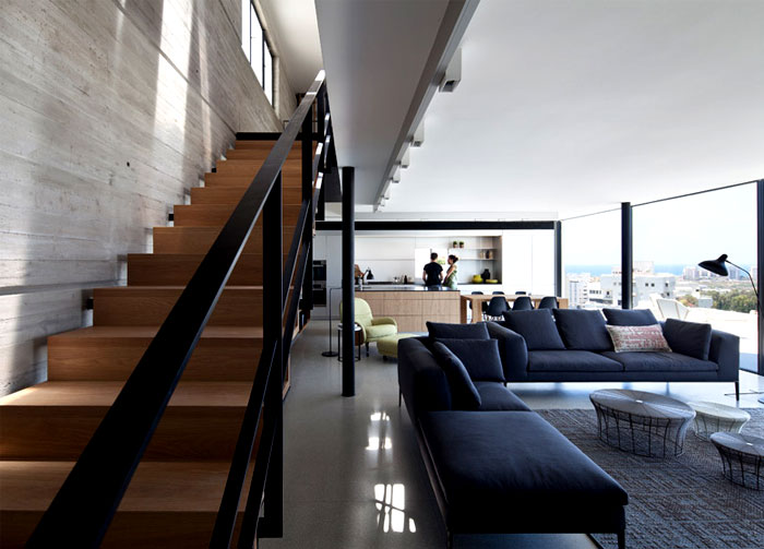 rooftop-apartment-stairwell-space