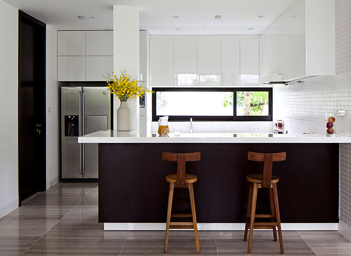 simple-lined-modern-design-kitchen