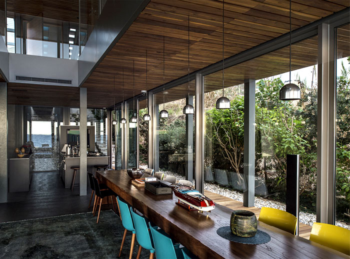 steel-structure-wooden-decking-dining-area-decor