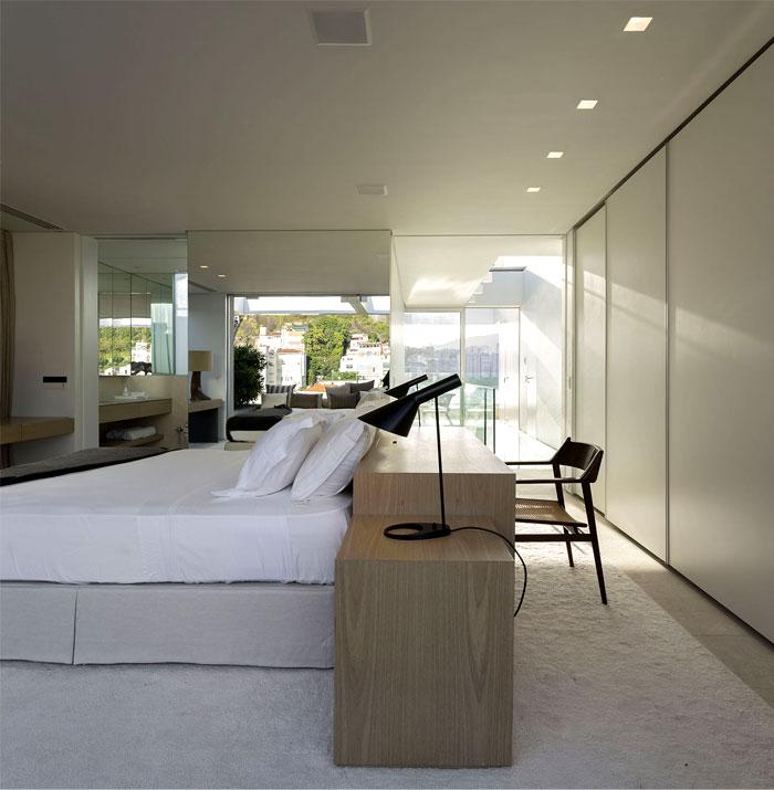 ultra-luxury-penthouse-bedroom-1