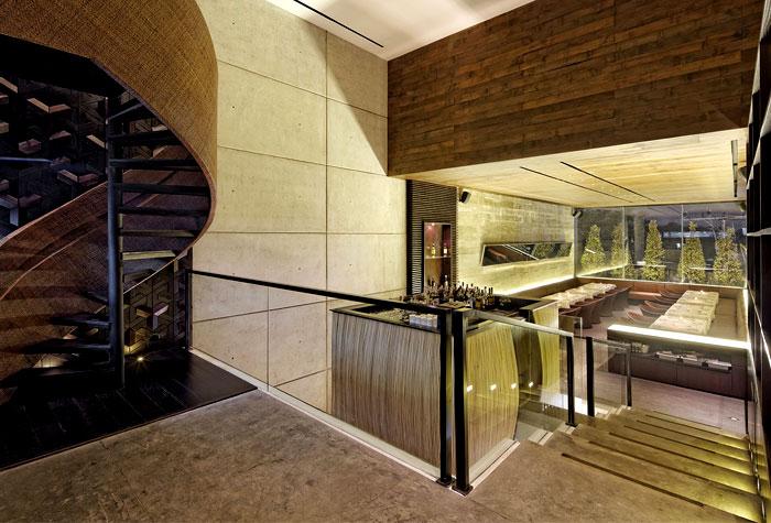 carpediem-restaurant-spiral-staircase-1