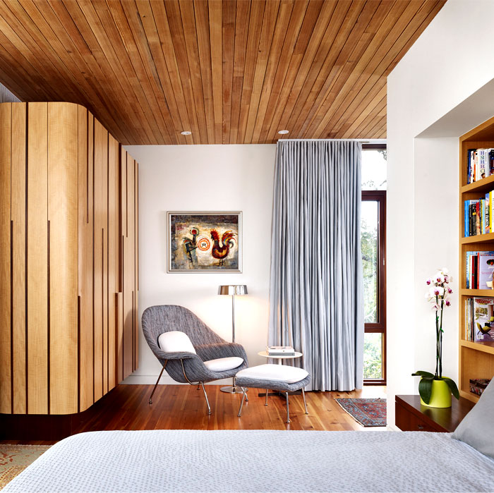 reclaimed-wood-bedroom-decor