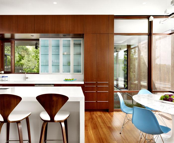 warm-colors-rich-natural-materials-kitchen-interior