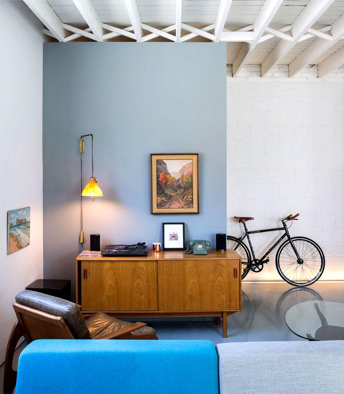 wooden-ceiling-beams-vintage-telephone-desk