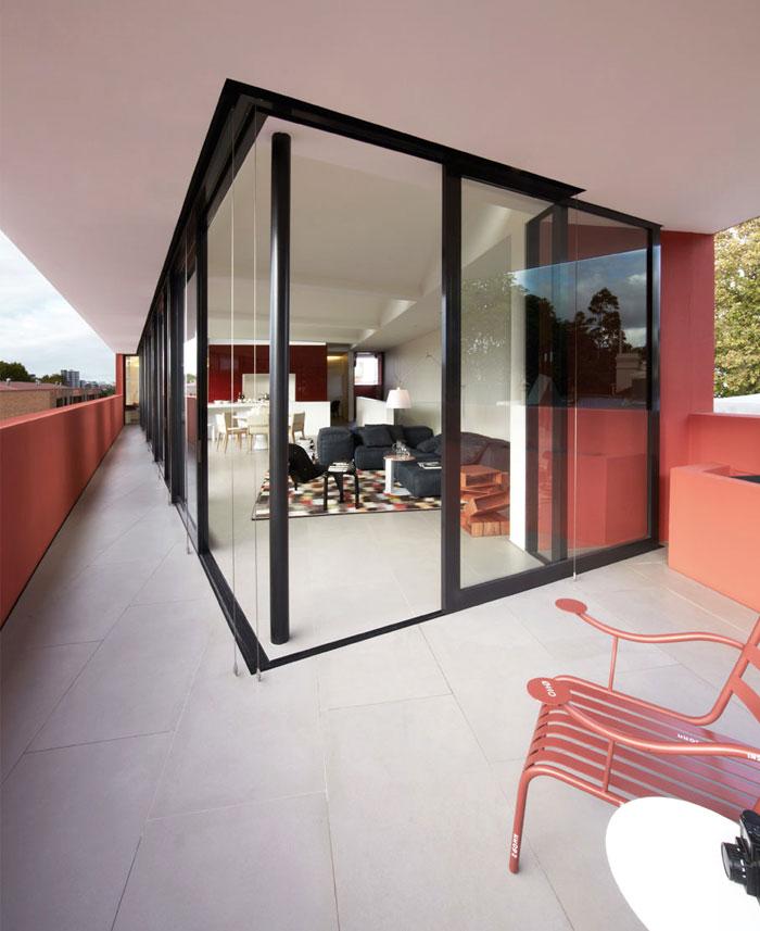balcony-marsala-color