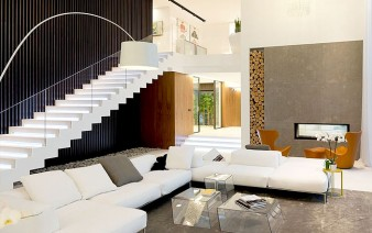 russian-villa-white-sofa-1