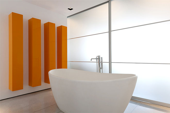 sunny-modern-apartment-bathroom