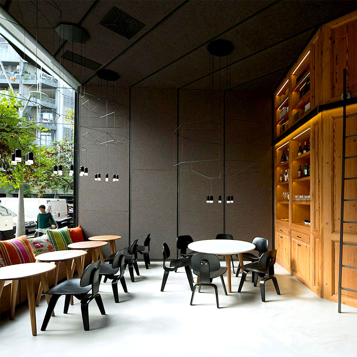 relaxed-stylish-eclectic-restaurant-interior