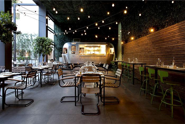 Urban garden restaurant in athens interiorzine for Food bar garden