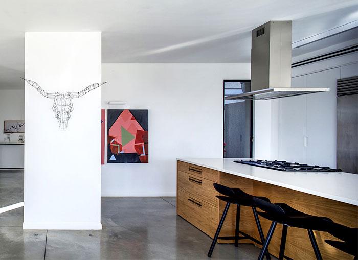 living-room-interior-contemporary-art-pieces