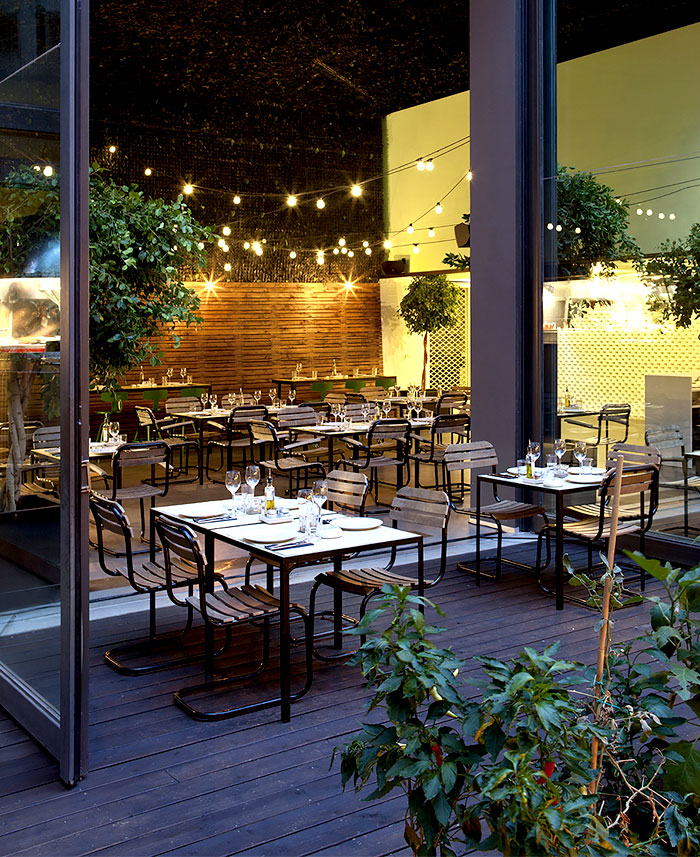 Urban garden restaurant in athens interiorzine