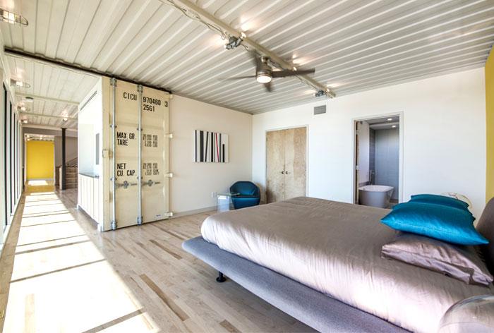 warehouse-like-details-cargo-door-bedroom
