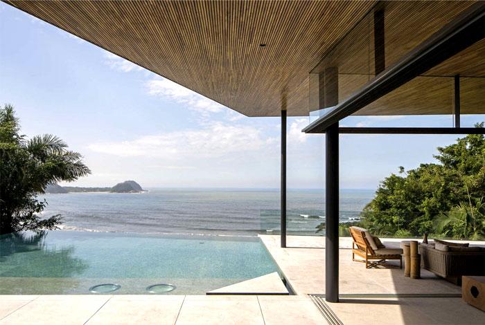 metal-columns-glass-partitions