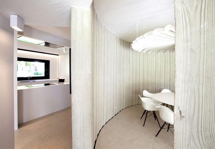 smoothly-curved-space-dining-room