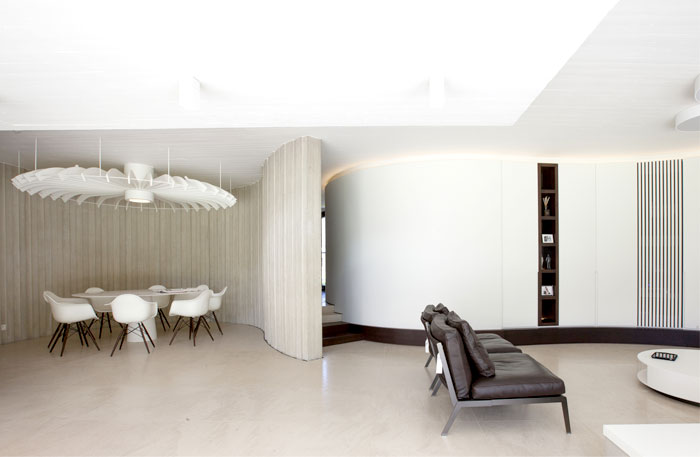 smoothly-curved-space-living-room-2