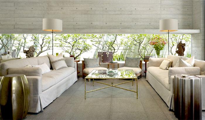 vital-tropical-greenery-window-living-room