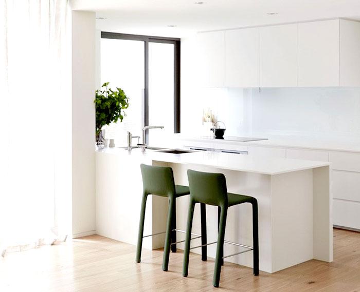 white-gray-beige-kitchen-decor
