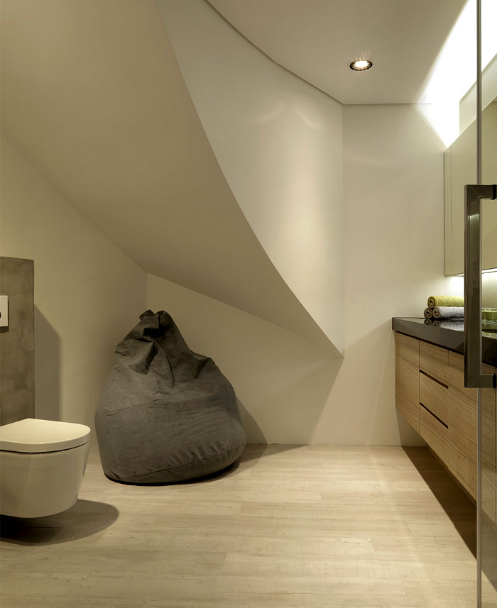 bathroom-two-units-inserting-stairwell