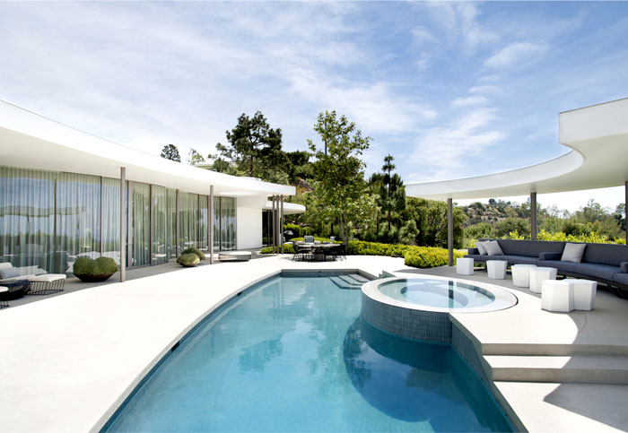 contemporary-la-mansion-pool-area
