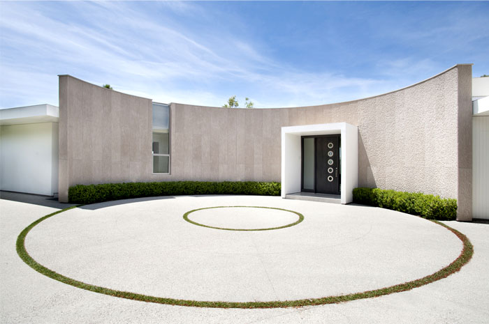 curved-circular-elements-contemporary-la-mansion
