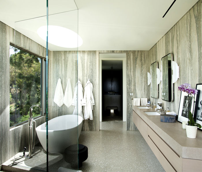 luxurious-full-light-bathroom-interior