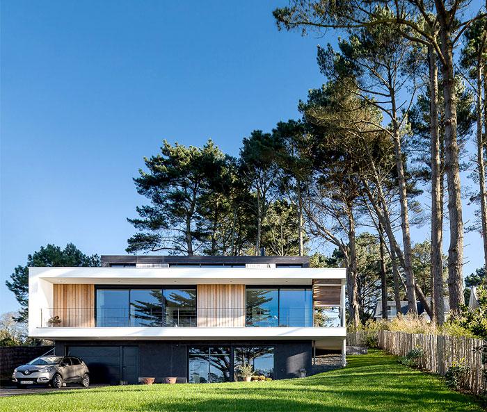 minimalistic-cubical-three-floor-house-11