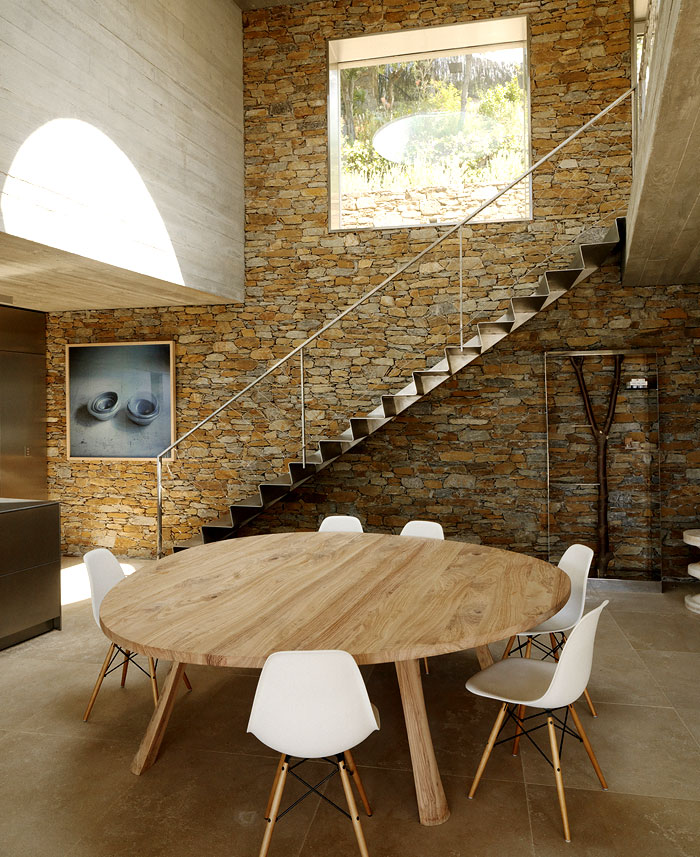 Modernist brutalism of the row concrete at maison le cap for Dining room wall furniture