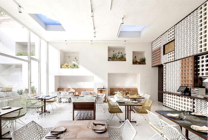 white-wall-light-fresh-saloon