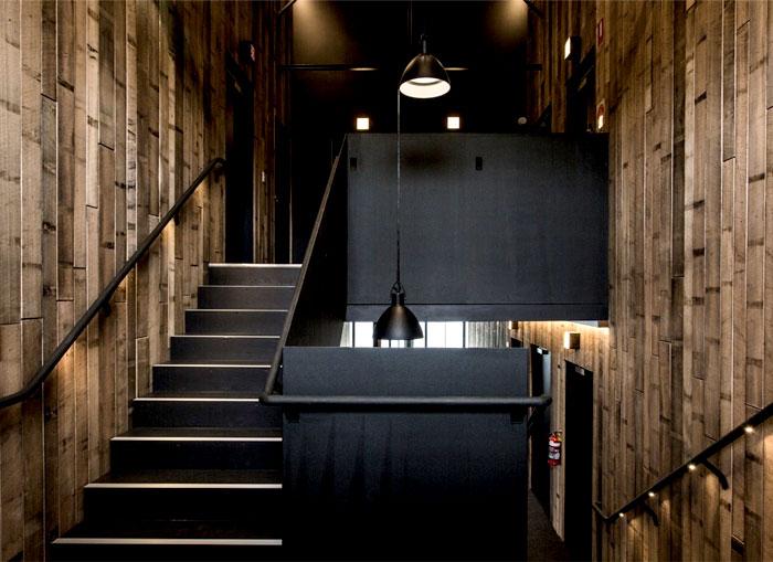 wood-veneer-black-guesthouse-amazing-interior-decor-2