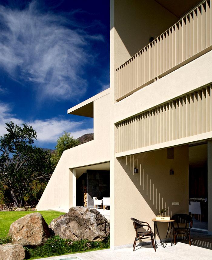 Luxury Lake Houses: Luxury Lake House With Exotic Landscape