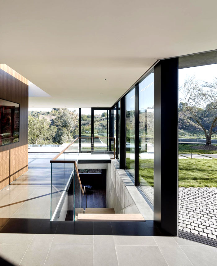 courtyards-surrounded-edgeless-windows-2