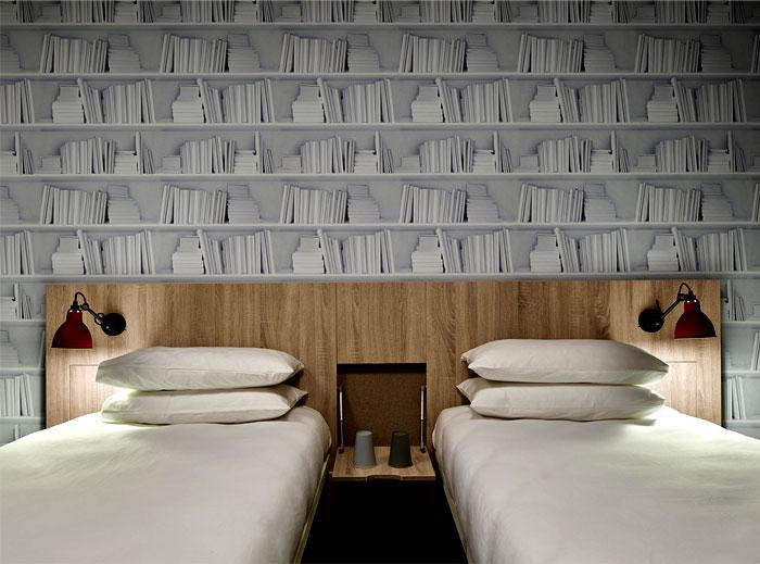 inviting-warm-charming-bedroom-decor-2