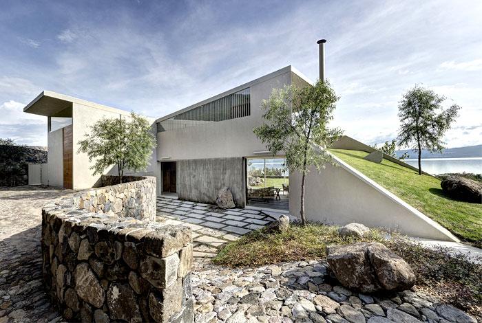 Luxury Lake House With Exotic Landscape Interiorzine