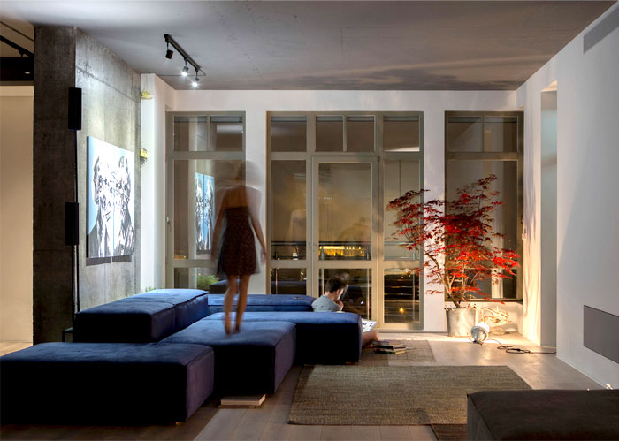 spacious-minimalist-space-2b-group-4