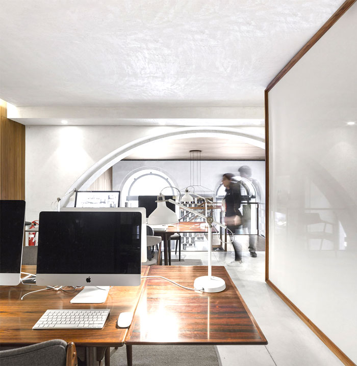 modern-office-very-unconventional-artistic-space-6