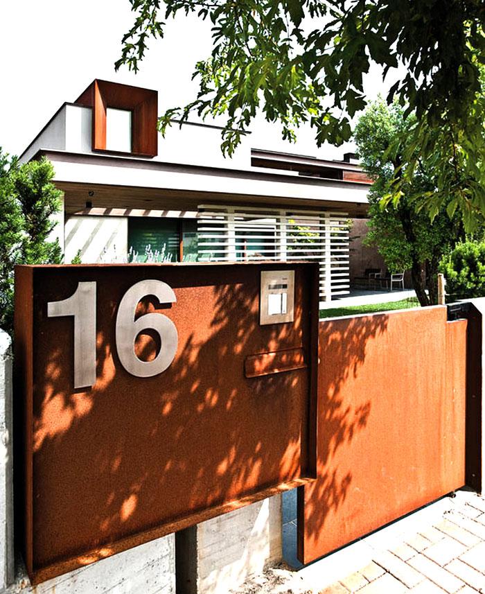 refreshing-untypical-house-suburban-surrounding