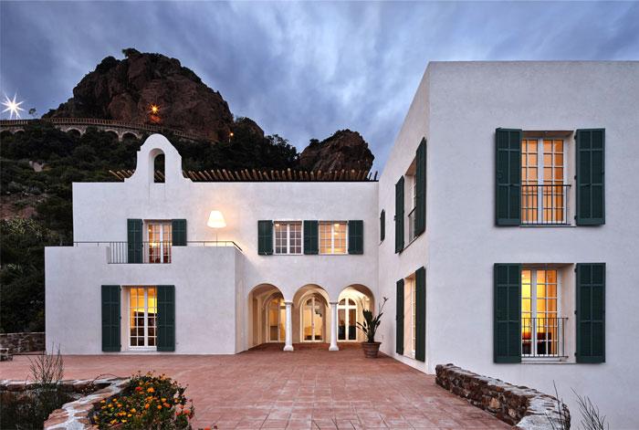 stylish-elegance-historical-charm-villa-12