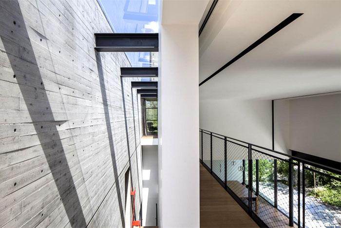 concrete-cube-house-dynamic-shapes-4