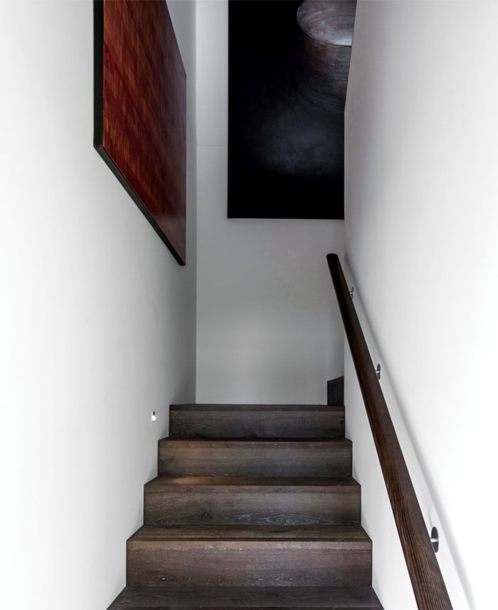 dark-cubical-volumes-house-5