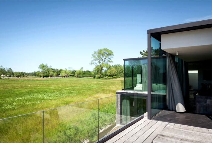 barn-wood-glass-cubicles-house-11