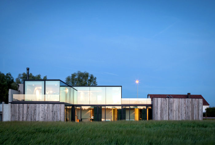 barn-wood-glass-cubicles-house-2