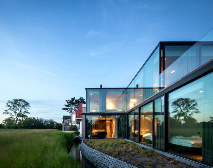 barn-wood-glass-cubicles-house-3