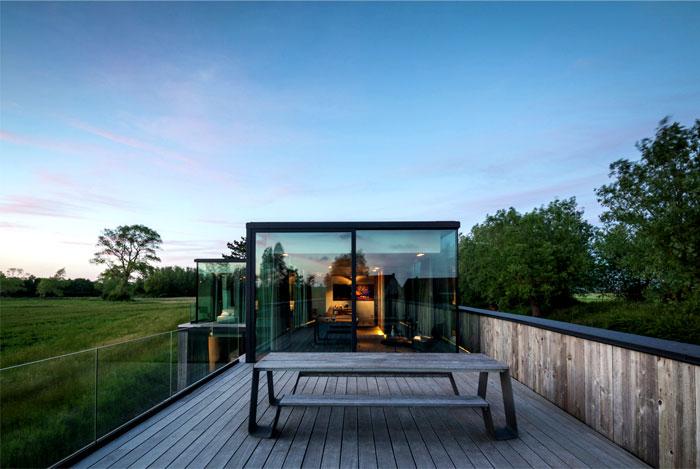 barn-wood-glass-cubicles-house-5