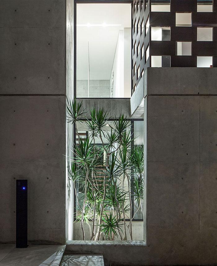 israeli-studio-pitsou-kedem-corten-house-21