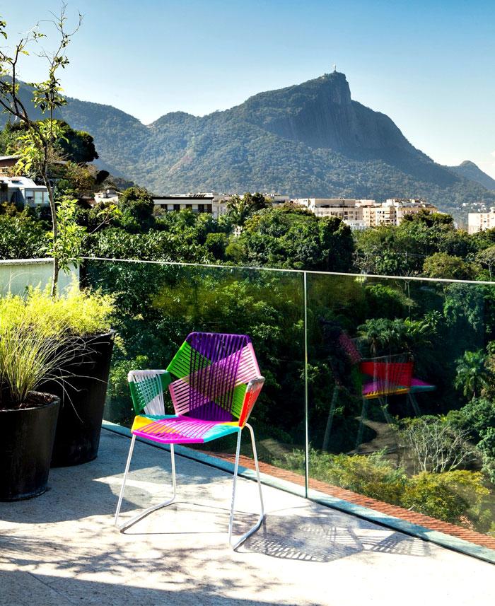 modernistic-furniture-shining-surfaces-home-rio-de-janeiro-14