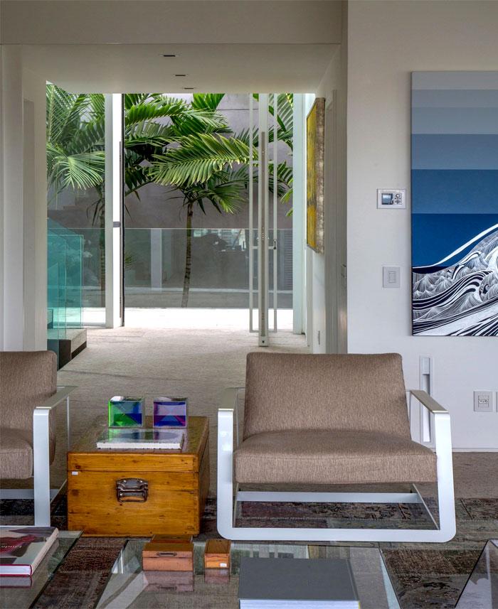 modernistic-furniture-shining-surfaces-home-rio-de-janeiro-2